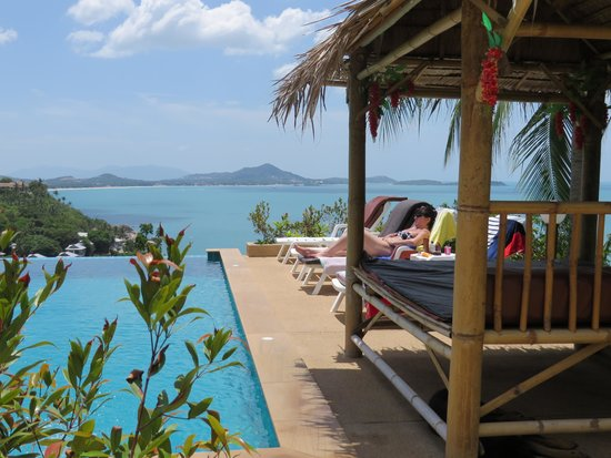Ban Sua Samui: Pool and day bed with stunning sea view