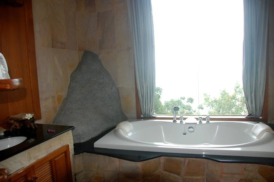 Panviman Resort - Koh Pha Ngan: Badezimmer Deluxe-Cottage mit Meerblick