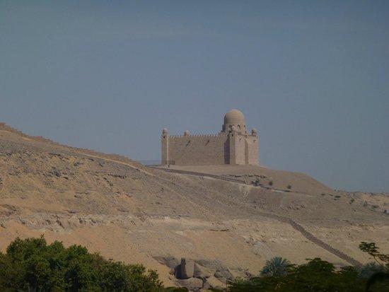 LTI - Pyramisa Isis Island Resort & Spa : Vue de la chambre donnant sur le tombeau d'Aga Khan