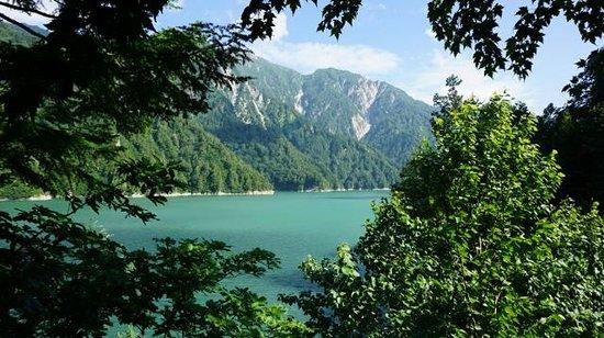 Tateyama Kurobe Alpine Route: 黒部湖