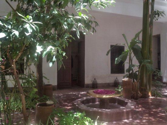 Riad Dar Aman: Patio, une lumière magnifique