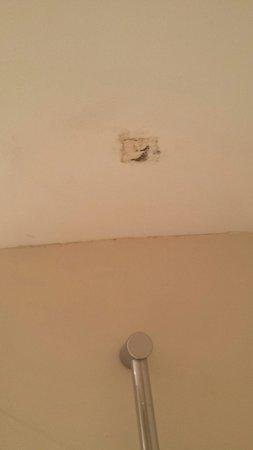 Hotel Guitart Monterrey : plafond salle bain