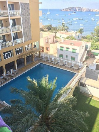 Hotel Victoria: Pool view from room 330
