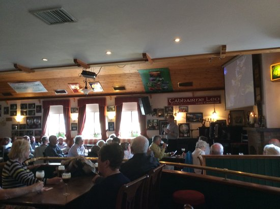 Leo's Tavern: enthralled audience
