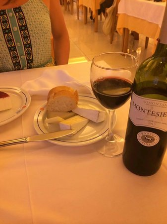 Hotel Victoria: Wine and cheese after dinner