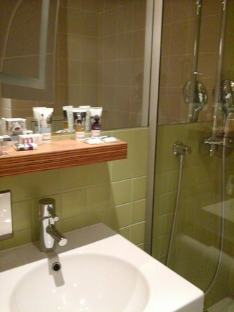 Mercure Paris Gare Montparnasse: Banheiro