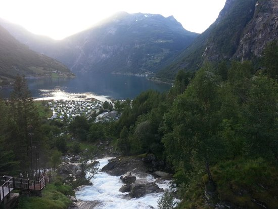 Hotel Union Geiranger: The waterfall path from the hotel down to the fjord