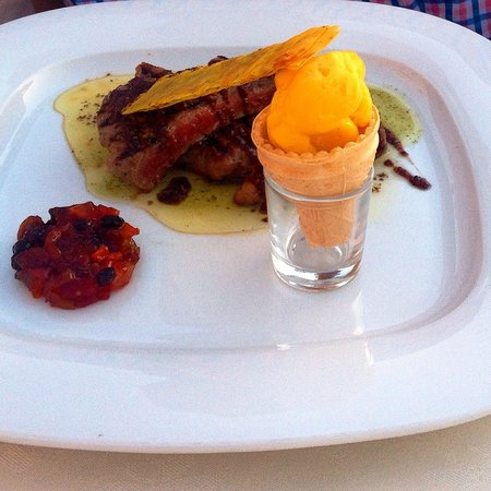 Koukoumavlos Fine Dining Restaurant: Fillet steak with mango and fig chutney