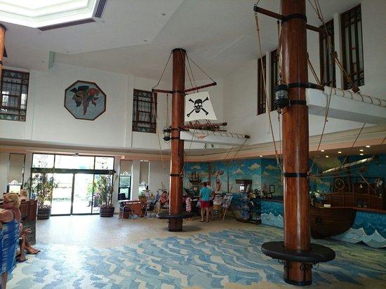 Pirate's Beach Club: Lobby.