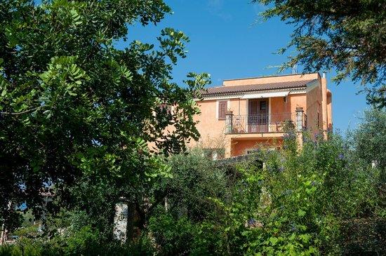 Hotel Relais du Silence Pian Delle Starze: Haupthaus vom Swimmingpool bereich aus betrachtet
