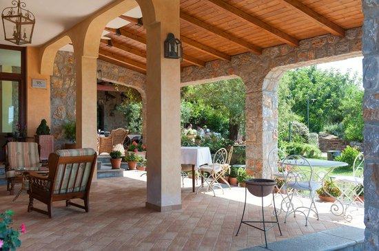 Hotel Relais du Silence Pian Delle Starze: Überdachter Terrassenbereich