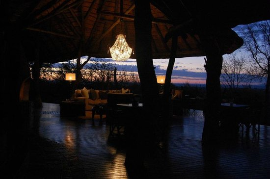 Madikwe Safari Lodge: Reception at sunrise
