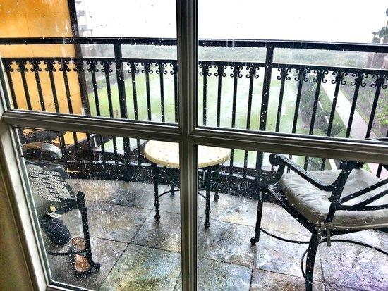 The Sanctuary Hotel at Kiawah Island Golf Resort: rainy balcony
