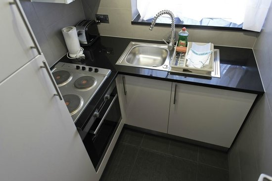 202 Modern Service Apartments: Kitchen
