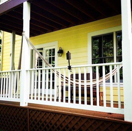 West Ridge Hollow B&B: Private Porch
