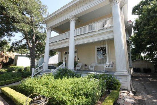Eva's Escape at the Gardenia Inn: Street View