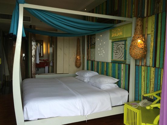 Patong Beach Hotel: Room in the sunset wing