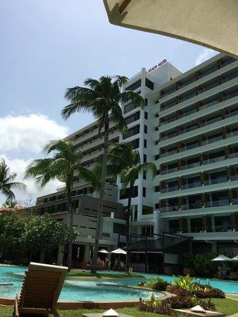 Patong Beach Hotel: Pool area