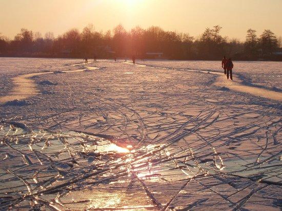 Reeuwijkse Plassen: Ice-skating on the lakes