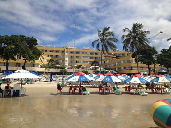 Aquaria Natal Hotel : Em frente ao Hotel.