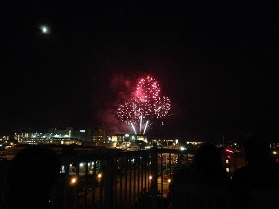 Rivertide Suites: Fireworkd form the roof on July 4th
