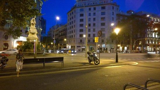 Hotel Roger De Lluria Barcelona: Surroundings