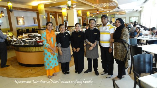 Hotel Istana: My family with some nice people