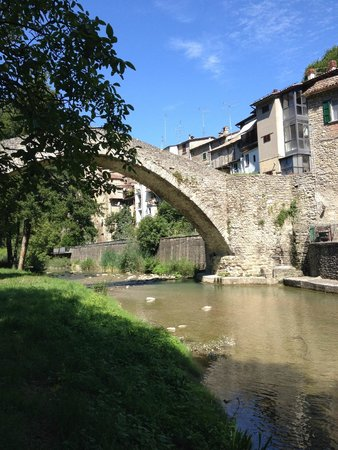 Al Vecchio Convento : The town bridge