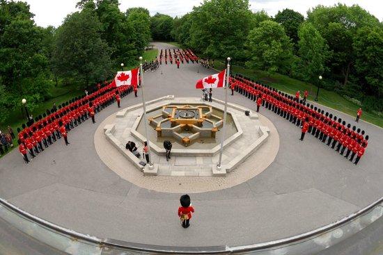 Rideau Hall: Inspection of the Ceremonial Guard /Revue de la Garde de cérémonie © OSGG-BSGG 2009