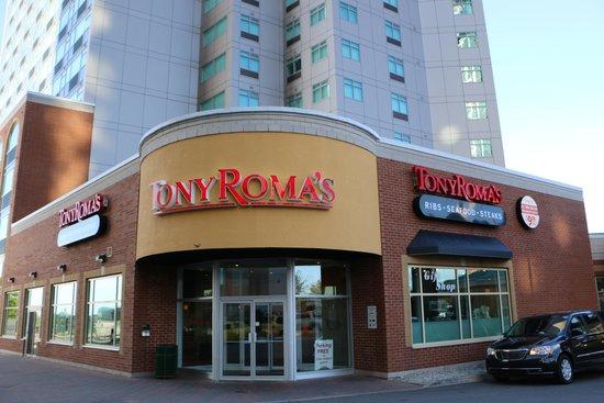 Radisson Hotel & Suites Fallsview: Tony Romas de comedor del hotel