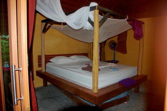 Mai Pen Rai Bungalows: Bett im neuen Beachbungalow