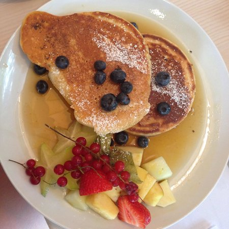 Von der Motte: Pancakes with fresh fruits