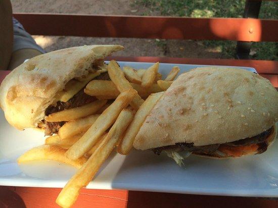 Lake Argyle Resort & Caravan Park: Great burger