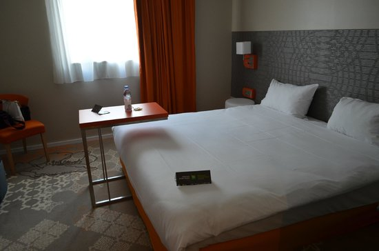 Ibis Styles Tours Centre: Room