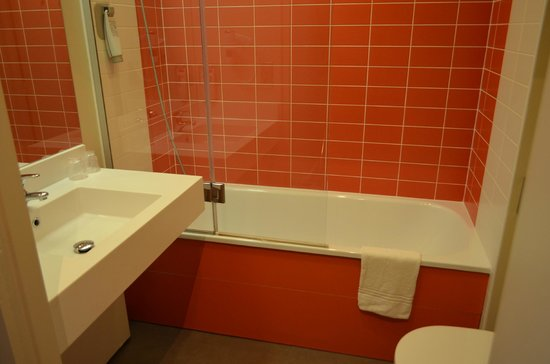 Ibis Styles Tours Centre: Bathroom