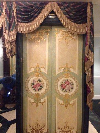 Le Pavillon Hotel: Elevator