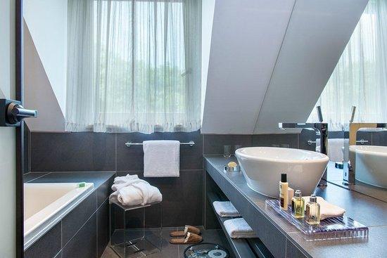 Hotel Ermitage - Evian Resort: Chambre Côté Sud - la salle de bains