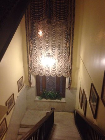 Le Pavillon Hotel: Stairwell