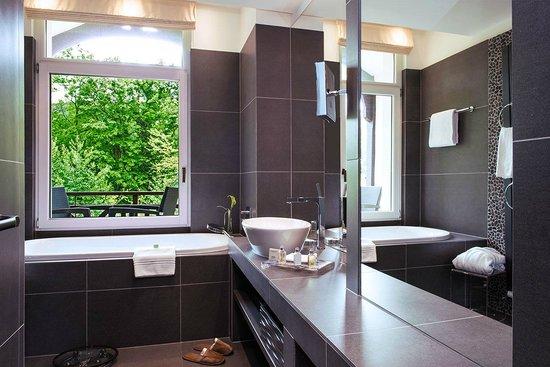Hotel Ermitage - Evian Resort: Chambre Privilège Côté Sud - la salle de bains