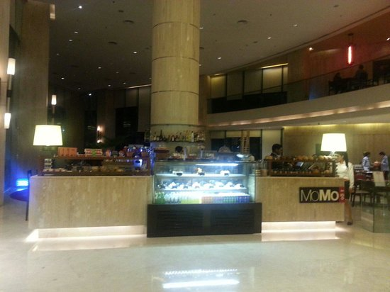 Courtyard by Marriott Mumbai International Airport: View of the cafe