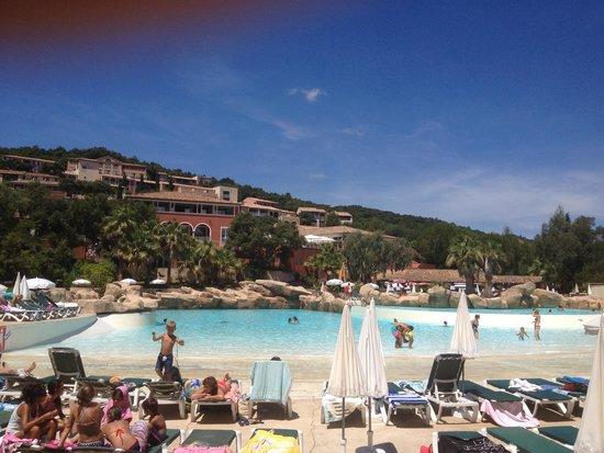 Une grande amiti picture of pierre vacances village for Village vacances piscine