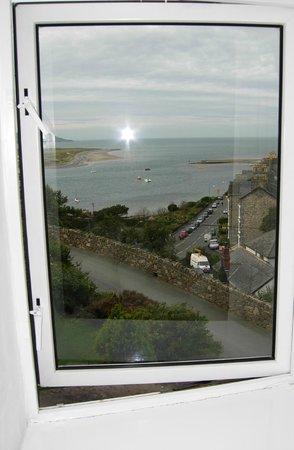 Bae Abermaw: en suite bathroom window view