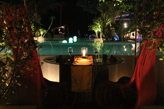 Anantara Rasananda Koh Phangan Villas: wine bar