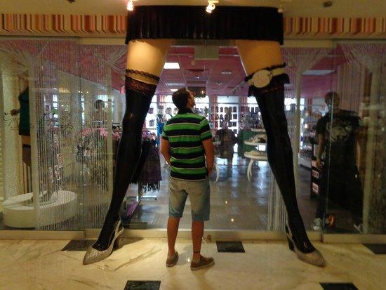 Flamingo Las Vegas Hotel & Casino: Primer local apenas entras al hotel