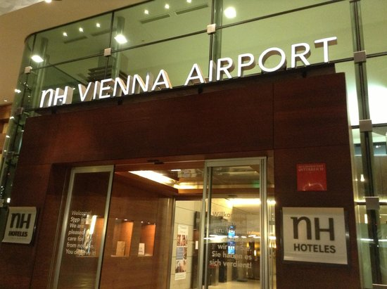 NH Wien Airport: Main Entrance