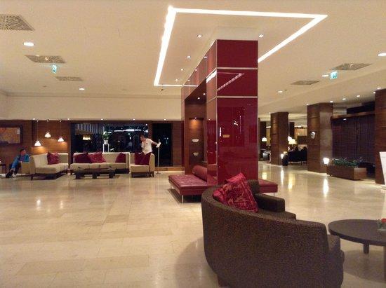 NH Wien Airport: Lobby