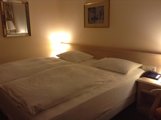 NH Vienna Airport Conference Center: Bedroom