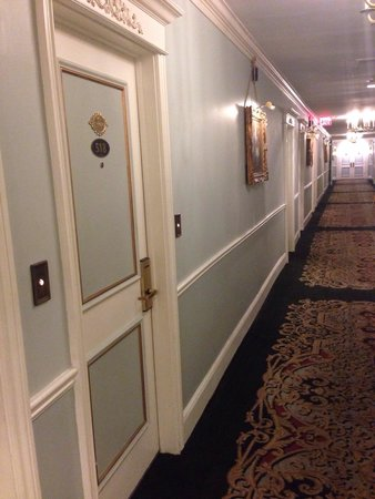 Le Pavillon Hotel: Guest rooms have doorbells. Lovely.