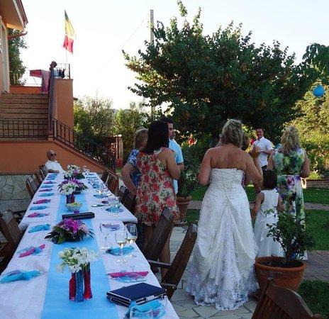 Agriturismo Torre Del Golfo: Wedding breakfast table al fresco