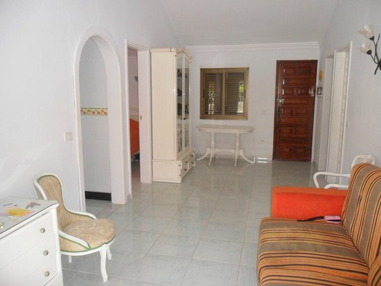 Santa Clara Bungalows: Room/inside dining area